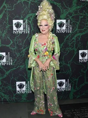 """Bette Midler hosted her annual """"Hulaween"""" costume party"""