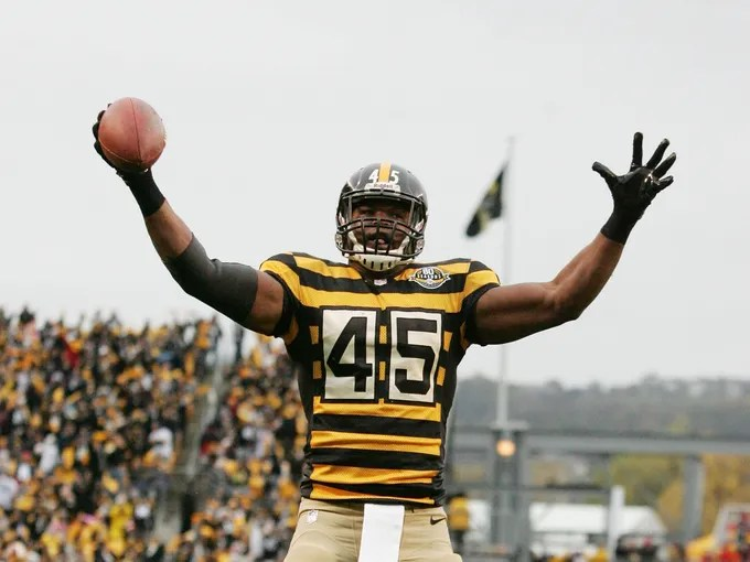 """The Pittsburgh Steelers were rocking some throwback threads for the game against the Redskins. Twitter responded accordingly. """"Even in 1934, these jerseys were probably ugly. #steelersthrowbacks"""" - @derekkirkbride"""
