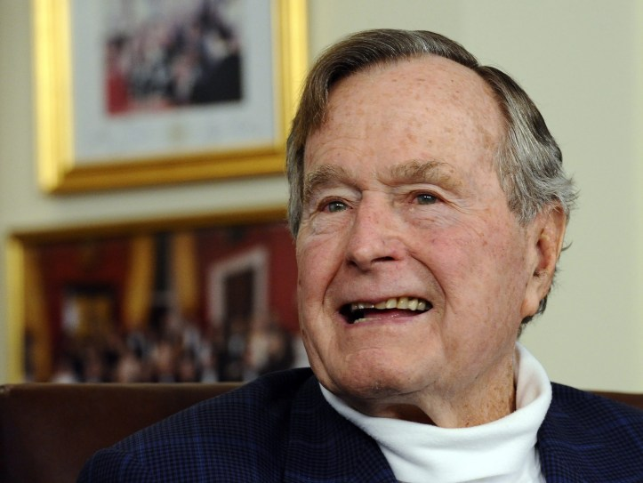 EPA (FILE) USA GEORGE HW BUSH HOSPITALIZED HUM PEOPLE USA TX