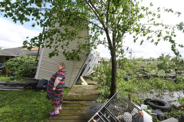 636908222399666435-AP-APTOPIX-Severe-Weather-Texas Tornadoes cut swath of death, destruction through South, march East Sunday
