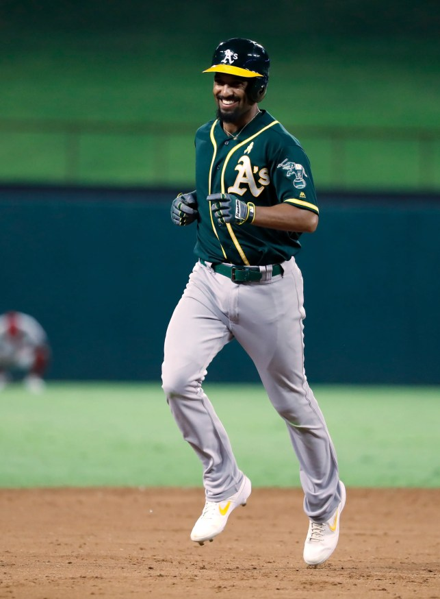 Davis hits 2 HRs, A's top Rangers 14-9, keep wild-card lead