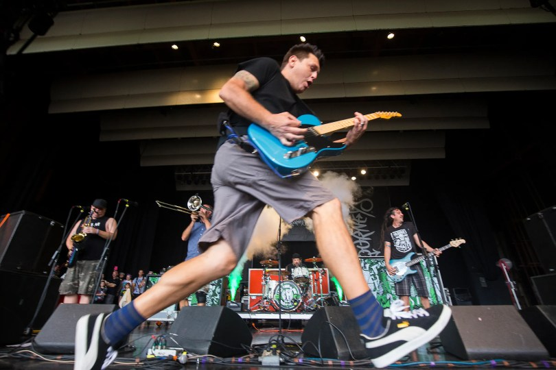 Less Than Jake singer at Cape Coral's Rack'em: DeMakes plays solo tour