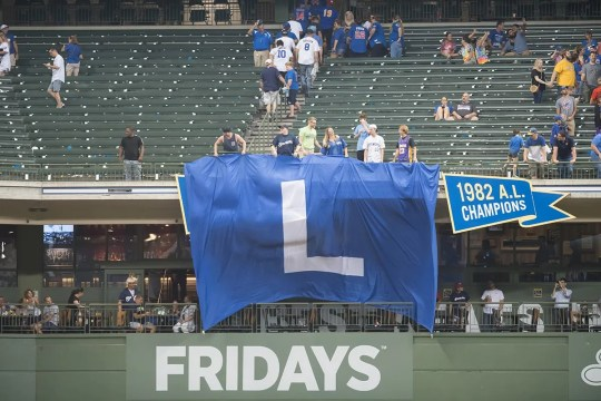 A giant flag & # 39; L & # 39; The custom was deployed after the Brewers defeated the Cubs, 11-1, on September 4.