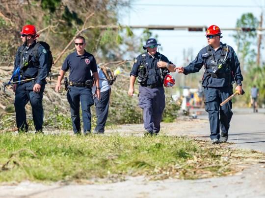 Feuerwehrleute aus der Jefferson Parish, Louisiana, führen am Freitag, dem 12. Oktober 2018 in den Stadtteilen von Panama City, Florida, Such- und Rettungsmaßnahmen durch.