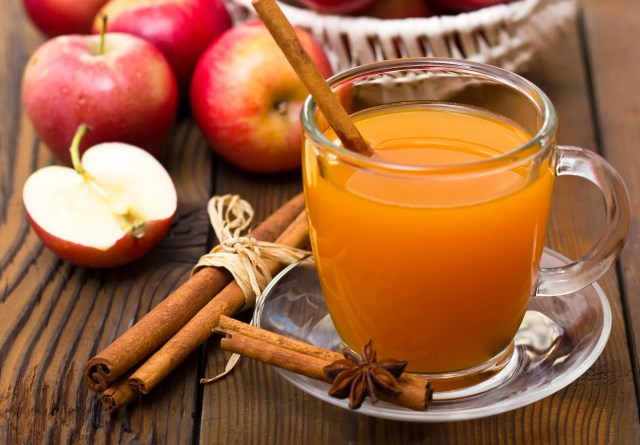 5df54177-9b02-4736-84c4-68fa5b0f67a6-AppleCider The temperatures may not indicate fall, but 321 Flavor member's favorite beverages do