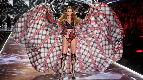 Behati Prinsloo walks the runway during the 2018 Victoria's Secret Fashion Show at Pier 94 on Thursday, Nov. 8, 2018, in New York. (Photo by Evan Agostini/Invision/AP) ORG XMIT: CAPM109