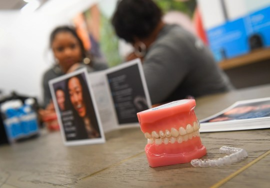 11/29/18 3:59:20 PM -- Bethesda, MD  -- Keesha Williams-Elliott from Gaithersburg, MD, left, following a complimentary, digital 3D scan of her teeth, speaks with Bethesda Invisalign's  Tracey Mosley. The rise of Align Technology's Invisalign brand and its surging mail-order competitor Smile Direct Club has created a booming industry that's competing with traditional orthodontists for customers. --    Photo by Jack Gruber, USA TODAY staff ORG XMIT:  JG 137637 Aligners 11/15/2018 [Via MerlinFTP Drop]