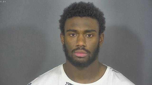 ddcb430f-9139-4af3-88e1-d0e5ccd5513d-mckinley Notre Dame wide receiver Javon McKinley arrested, accused of punching officers