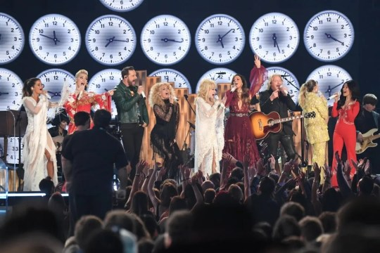 """From left, Maren Morris, Katy Perry, Little Big Town, Miley Cyrus and Kacey Musgraves perform """"9 to 5"""" with Dolly Parton as part of a tribute to Dolly Parton during the Grammys"""