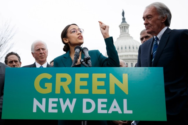 1dfc859e-10c1-4807-85fe-7c4294d166b5-EPA_epaselect_USA_CONGRESS_GREEN_NEW_DEAL Ocasio-Cortez hits back after Trump says her Green New Deal looks like high school paper