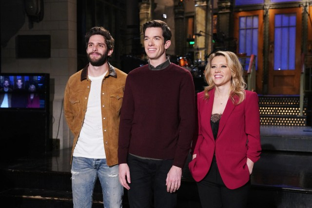 7f5fd7dd-a98d-44eb-aae1-6424aa037ba0-NUP_186179_0003 'SNL' stages a musical moment with John Mulaney, Pete Davidson and a gross bodega bathroom