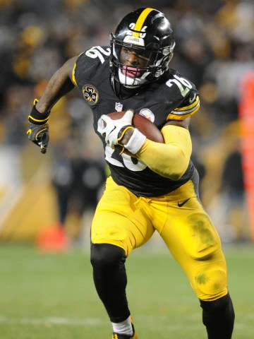 Pittsburgh Steelers running back Le'Veon Bell (26) picks up fourth quarter yards against the Baltimore Ravens at Heinz Field.