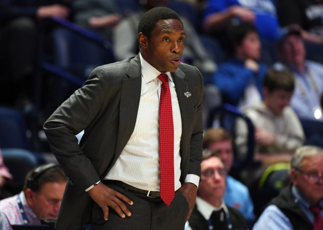 dadd5e5e-0faf-4e5c-a378-372a42d96c15-USP_NCAA_Basketball__SEC_Conference_Tournament-Mis Alabama, basketball coach Avery Johnson mutually part ways after buyout agreement
