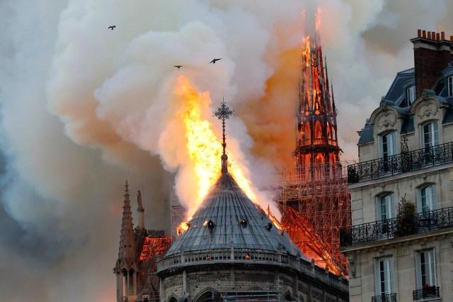 0e3ec7a4-5b12-4aaa-a11a-ab7bf729e891-AFP_AFP_1FO1UN 'Everything is burning': Famed Notre Dame cathedral ablaze in Paris