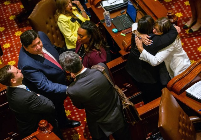 4b7eb4ed-a295-4f8f-9d8e-129a8ebc5e06-Illinois_Legislature_--_AP_--_6_19 Illinois lawmakers rush to finish big to-do list, including new marijuana, abortion laws