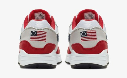 The shoe's heel has a U.S. flag with 13 white stars in a circle on it, known as the Betsy Ross flag.