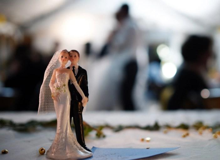 Etikette-Experten sind sich einig, dass Sie Nein zu einer Hochzeitsfeier sagen können. Hier erfahren Sie, wie Sie mit der heiklen Situation umgehen.