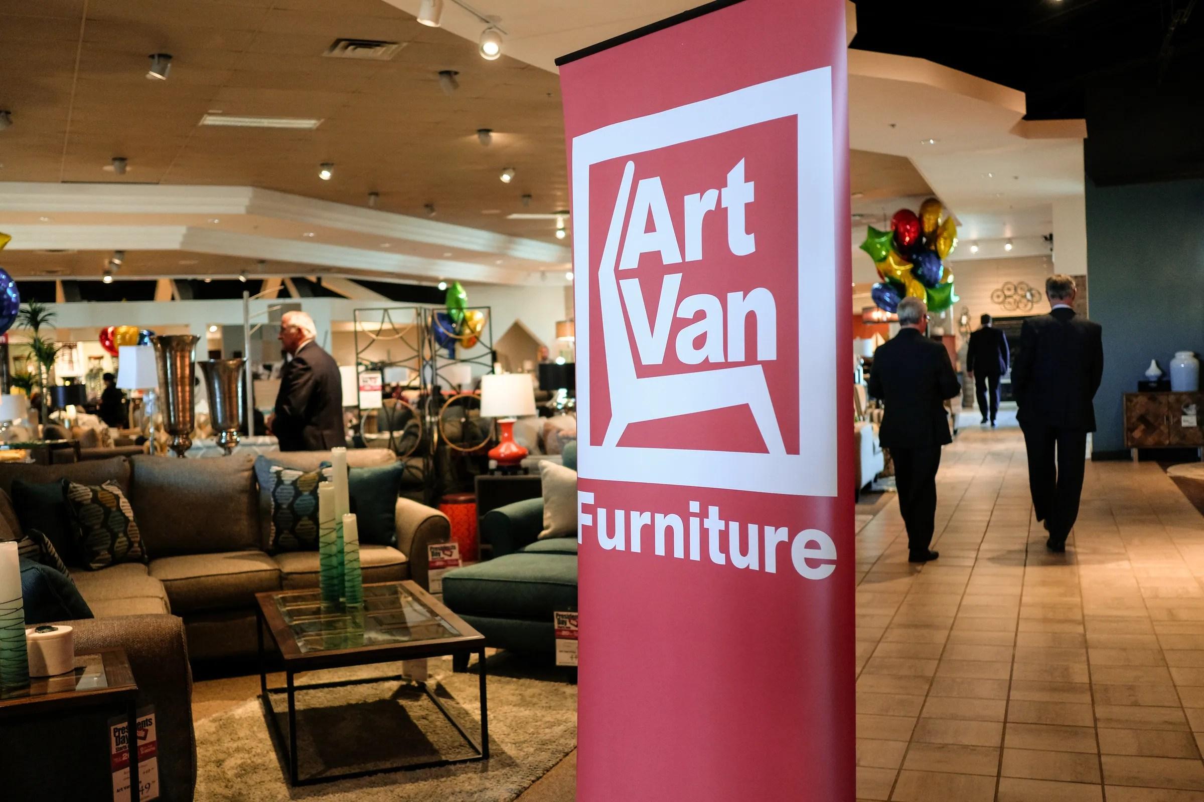 art van furniture to close its stores