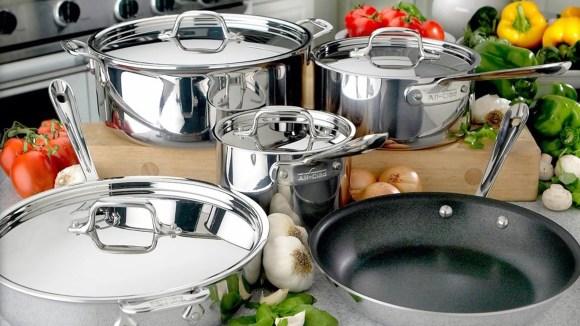 La venta de Factory Seconds ofrece grandes descuentos en utensilios de cocina, utensilios para hornear y más.