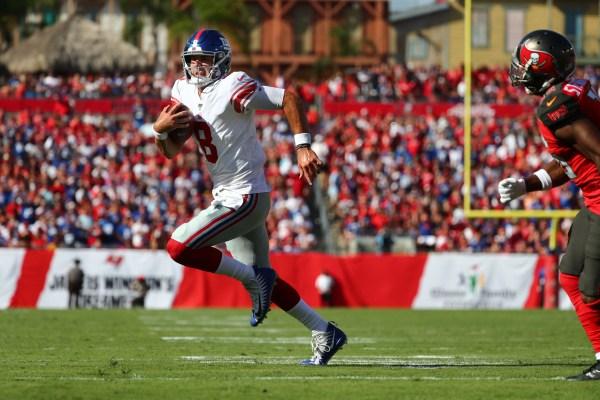 Daniel Jones dazzles in first start by leading Giants to comeback win over Bucs