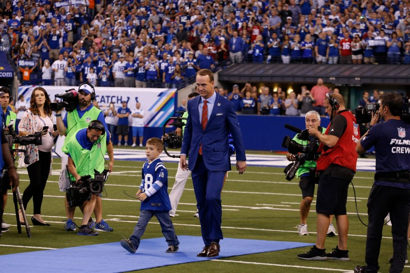Columnist calls for Peyton Manning to take over for John Elway in Broncos front office