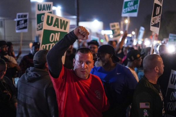 GM, UAW strike deal: Automaker, union reach tentative agreement on new contract