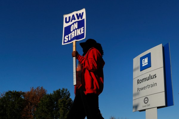 General Motors reaches tentative agreement with United Auto Workers