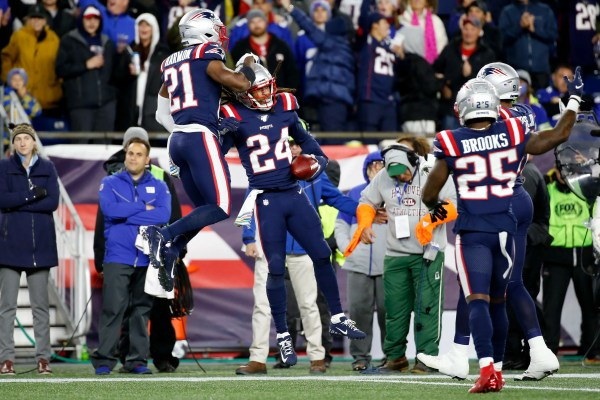 New England Patriots use dominant defense to flatten New York Giants, move to 6-0