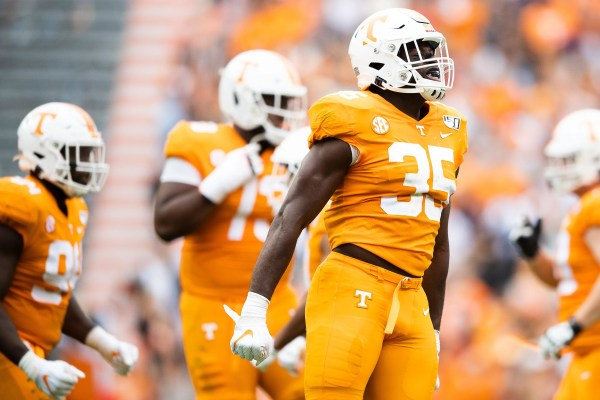 Tennessee linebacker Daniel Bituli ejected for targeting at Alabama