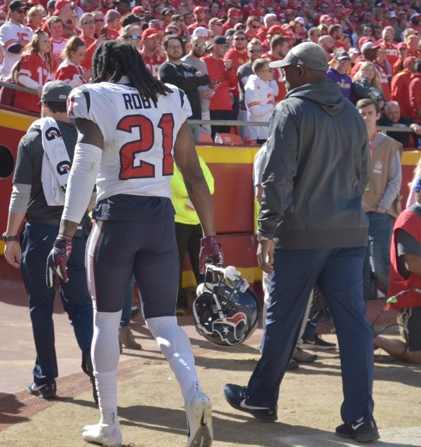 Report: Texans star defensive back likely out against Colts
