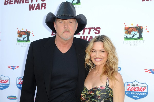 Country star Trace Adkins, actress Victoria Pratt marry - and Blake Shelton officiates