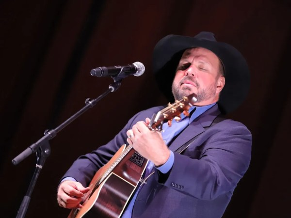 Garth Brooks coming to Ohio for Dive Bar Tour