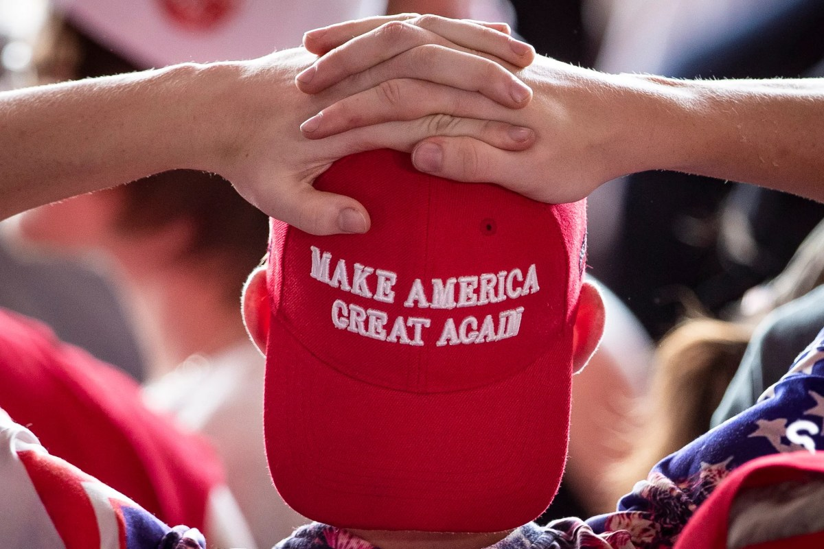 A MAGA (Make America Great Again) hat that is said to be signed by Trump is listed for $ 7,999.16 on eBay.
