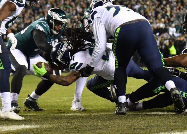 Seahawks running back Marshawn Lynch scores a touchdown in the second quarter.