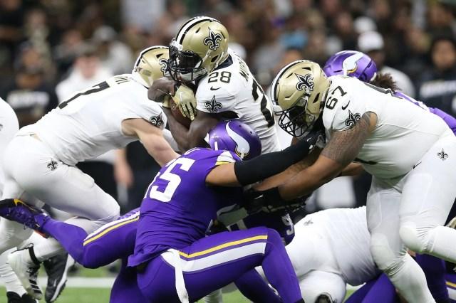 Saints running back Latavius Murray rushes the Vikings.