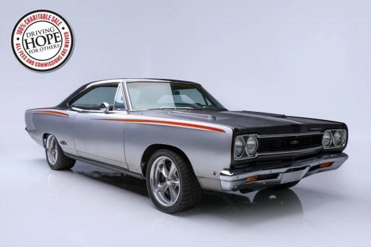 Chris Jacob vendra aux enchères ce coupé personnalisé Plymouth GTX 1968 le jeudi 16 janvier à Barrett-Jackson à Scottsdale. La voiture dispose d'un schéma de peinture personnalisé par Chip Foose. Cent pour cent de la vente ira à la Fondation C4.
