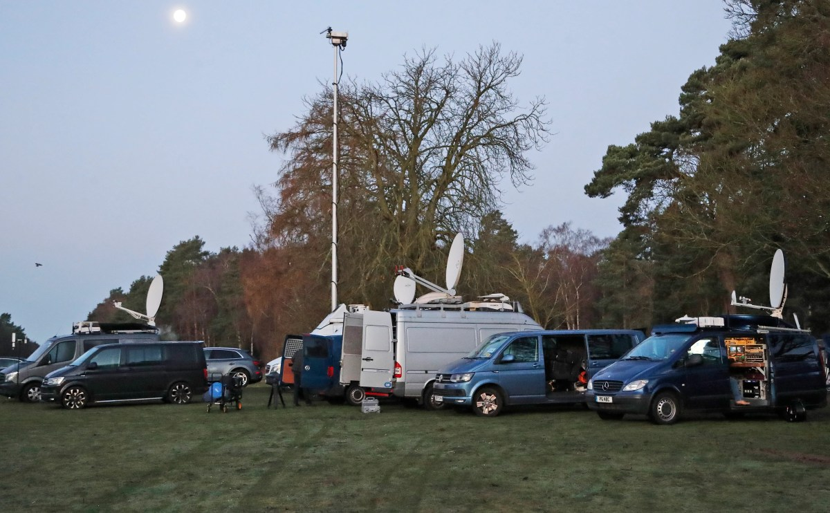 The media meet early in the morning at Sandringham's entrance on January 13, 2020, before the royal summit to discuss Prince Harry and Duchess Meghan's desire to reduce their roles in the royal family.