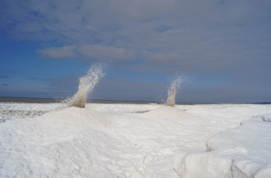 'Ice volcanoes' erupt on Lake Michigan