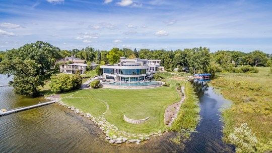 An aerial view of the home of the Detroit Lions midfielder, Matthew Stafford, at 1867 Long Pointe Drive in Bloomfield Twp. The house sells for $ 6.5 million. A lakeside palace with five bedrooms, seven bathrooms have 12,295 square feet, including 7,720 above the ground. The back faces Upper Long Lake.