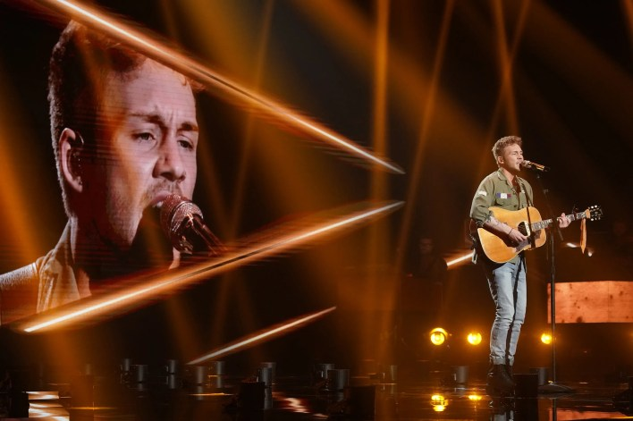 """Hunter Metts, 22, put his smooth voice to use for a dreamy performance of """"Everglow."""""""