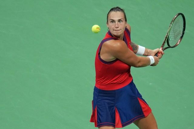 Aryna Sabalenka eyes a backhand against Leylah Fernandez.