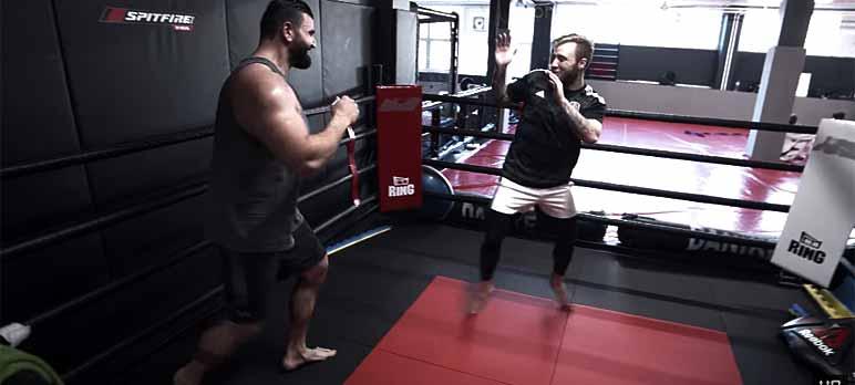 Video-Screenshot: Vito bereitet sich auf den Kampf gegen Uncle BOB vor