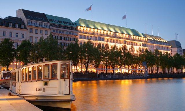Fairmont Hotel Vier Jahreszeiten (C) Hotel