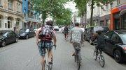 Radeln auf der Straße ist sicher, fühlt sich aber subjektiv oft anders anFahrradfahren in Hamburg Foto: ADFC Hamburg