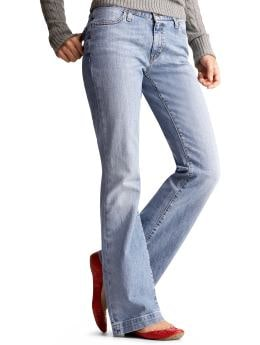 Women: Long and lean jeans - super faded