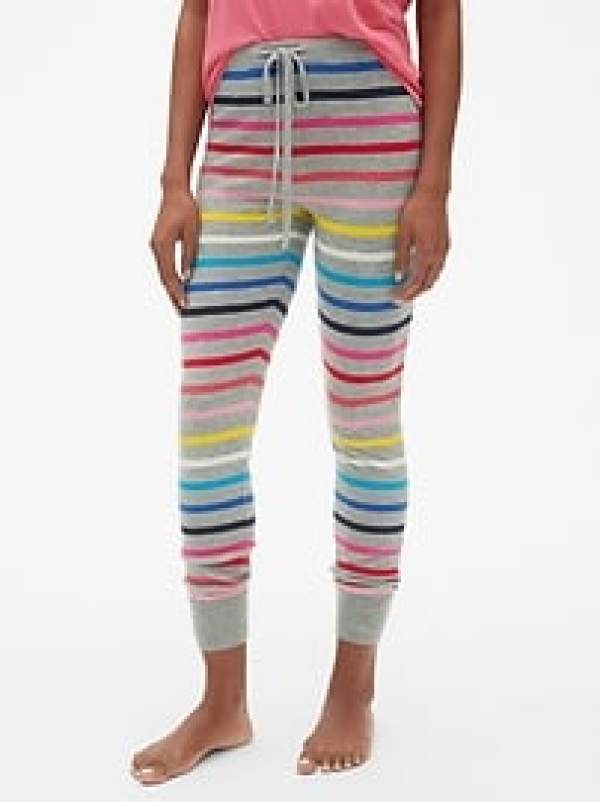 Cozy Striped Pajamas for Women #giftideas #holiday #cutepajamas