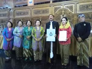 Foto: Ketika Bupati Ponorogo Mendapat Gelar KRA dari Keraton Surakarta. (ar)