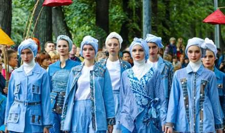 Koleksi pakaian karya salah satu UKM Indonesia  pada Festival Indonesia di Moskow, 2-4 Agustus 2019. (ist)