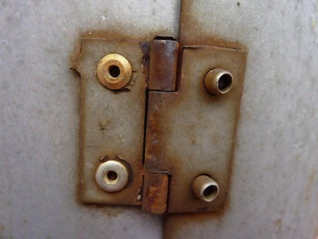 troubleshoot different garage door parts including hinges