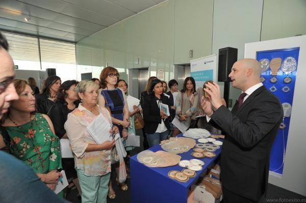 Eduardo Garcái Blázquez presenta un nuevo dispositivo para el paciente ostomizado